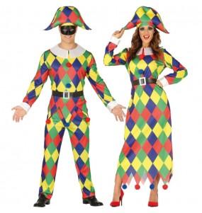 O casal Arlequins Multicolor original e engraçado para se disfraçar com o seu parceiro