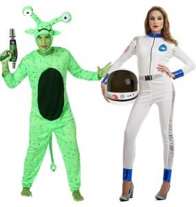 O casal Alien e Astronauta original e engraçado para se disfraçar com o seu parceiro