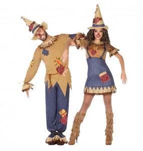 O casal espantalho original e engraçado para se disfraçar com o seu parceiro