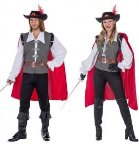 O casal Mosqueteiros com capa original e engraçado para se disfraçar com o seu parceiro