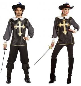 O casal Mosqueteiros pretos original e engraçado para se disfraçar com o seu parceiro