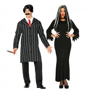 O casal Família Addams original e engraçado para se disfraçar com o seu parceiro