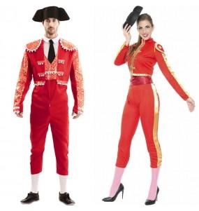O casal Toureiros vermelhos original e engraçado para se disfraçar com o seu parceiro