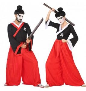 O casal guerreiro samurai original e engraçado para se disfraçar com o seu parceiro
